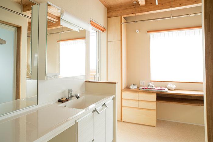 浴室とユーティリティの水回りを2階に設置することで、より暮らしやすい空間構成に